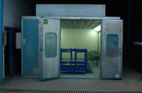 Kombinált festékszóró-szárító kabin
