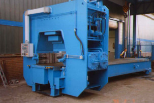 3 dimensional rail straightening press