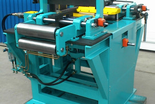 Steel sheet welding-calibrating machine
