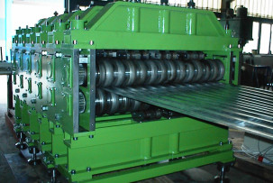 Sheet corrugating machine