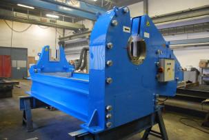 Rail twisting press